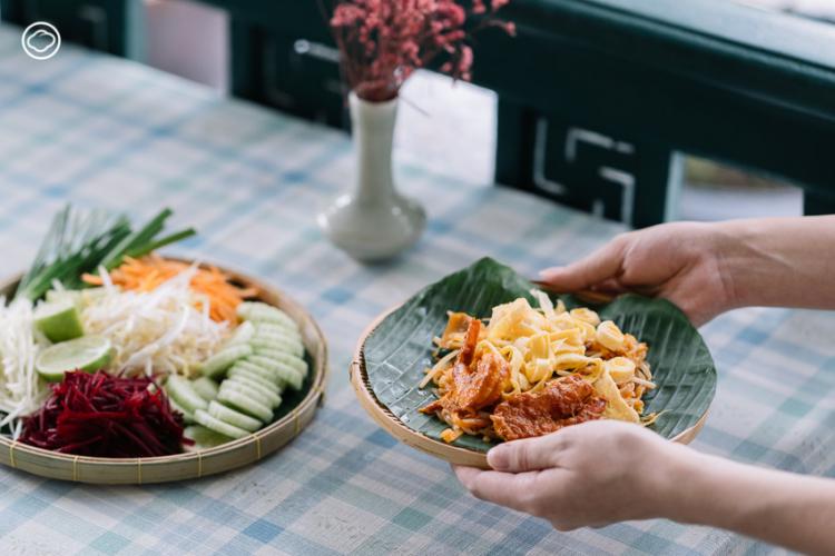 ผัดไทย จานเด็ดและผัก 5 สี