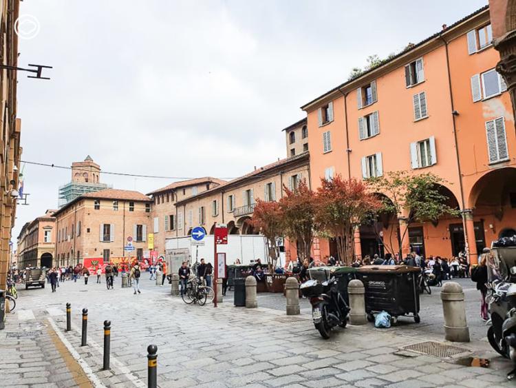 นักเรียนเก่า อิตาลี พาทัวร์ มหาวิทยาลัยโบโลญญา มหา'ลัยไร้รั้วที่กระจายอยู่ทั่วเมืองโบโลญญา