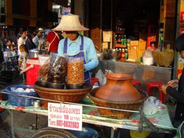 เดินตลาดนัด ตลาดน้ำ เสาะหาและศึกษาของซื้อของขายที่บอกเล่าวิถีสังคมแต่ละท้องถิ่น