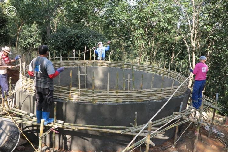 แท็งก์น้ำไม้ไผ่ นวัตกรรมภูมิปัญญาที่ให้ผลเป็นการซ่อมแซมผืนป่าน่าน