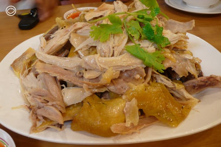 ข้าวมันไก่ไหหลำ ข้าวมันไก่ตอน อาหารประจำชาติพันธุ์ชาวเกาะไหหลำ ของติดตัวครั้งอพยพที่ถูกใจคนไทยมานาน