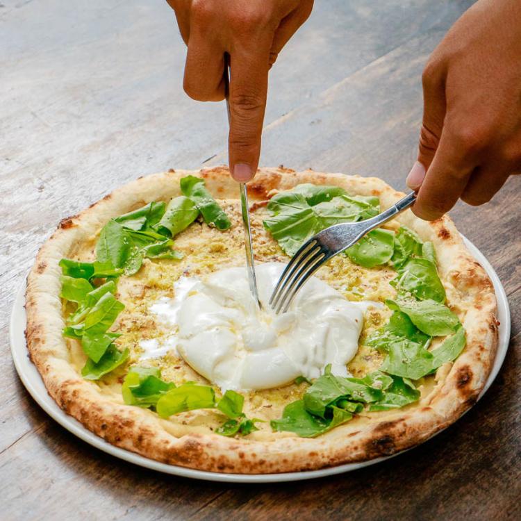 Pizza 4P's เวียดนาม ร้านพิซซ่าของชาวญี่ปุ่นผู้หัดทำพิซซ่าจาก YouTube จนอร่อยขนาดต้องจองล่วงหน้า