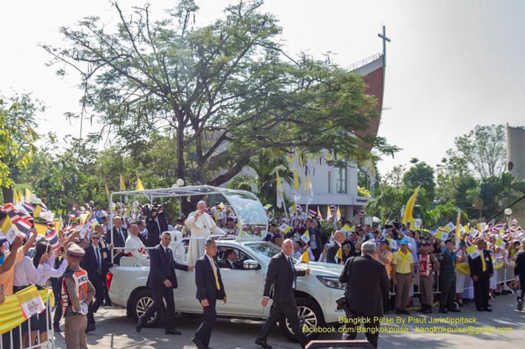 อีกครั้งในประวัติศาสตร์ไทยที่โป๊ปเสด็จเยือน โป๊ปฟรังซิสมอบสารแห่งสันติภาพใดแก่ชาวคริสต์ไทยบ้าง