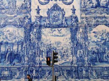 Azulejo กระเบื้องสีสันสดใส พื้นผิวของเมืองปอร์โต โปรตุเกส