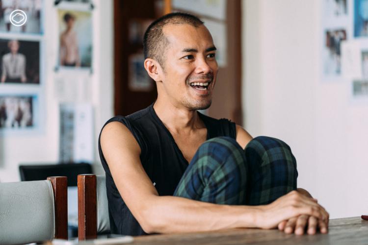 วิชระวิชญ์ อัครสันติสุข ดีไซเนอร์ชาวบุรีรัมย์ที่ฉีกกรอบผ้าไทยจนได้เดินรันเวย์ระดับโลก
