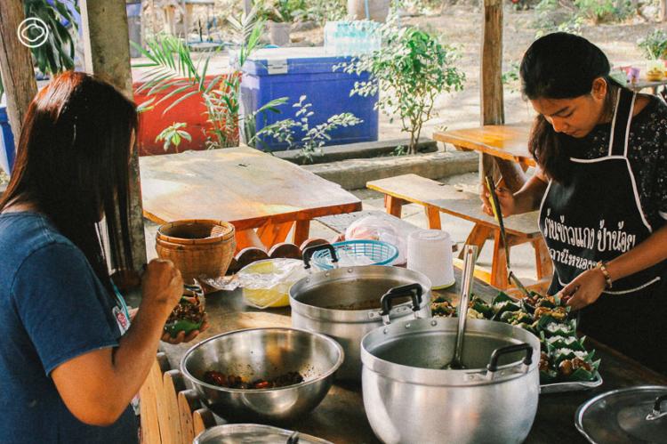 ข้าวแกงกระทง อาหาร Signature Dish ราคา 10 บาทประจำ สถานีรถไฟชุมทางหนองปลาดุก