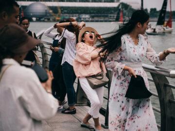 เซ็ตภาพศิลปินสิงคโปร์ที่เผยความลึกลับที่เกิดขึ้นระหว่างไลออนกับนักท่องเที่ยว