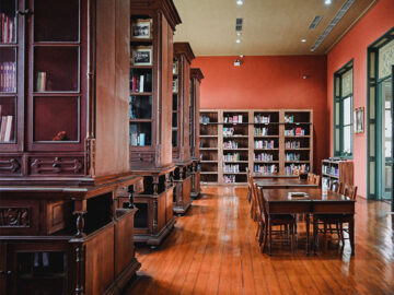 8 ห้องสมุดเฉพาะด้านและแหล่งรวมหนังสือหายากกลางเมืองเก่า