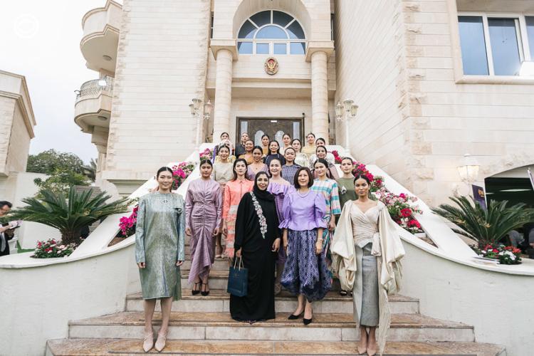 แฟชั่นโชว์ผ้าไทยในตะวันออกกลาง การทูตที่ถูกใจเจ้าหญิงและสาวๆ แดนทะเลทราย