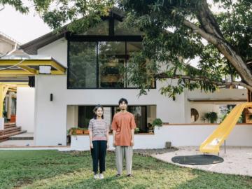 เยี่ยมบ้านที่เป็นทั้งสตูดิโอทำเพลงและโรงเรียนอนุบาลของสองพี่น้องวง Plastic Plastic