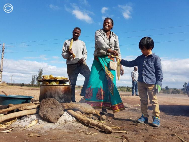 นักการทูตผู้เลี้ยงลูกแบบเมาคลีที่แอฟริกา ให้ผจญภัยในทวีปที่น้อยคนจะรู้จักจริงๆ, การเลี้ยงลูก
