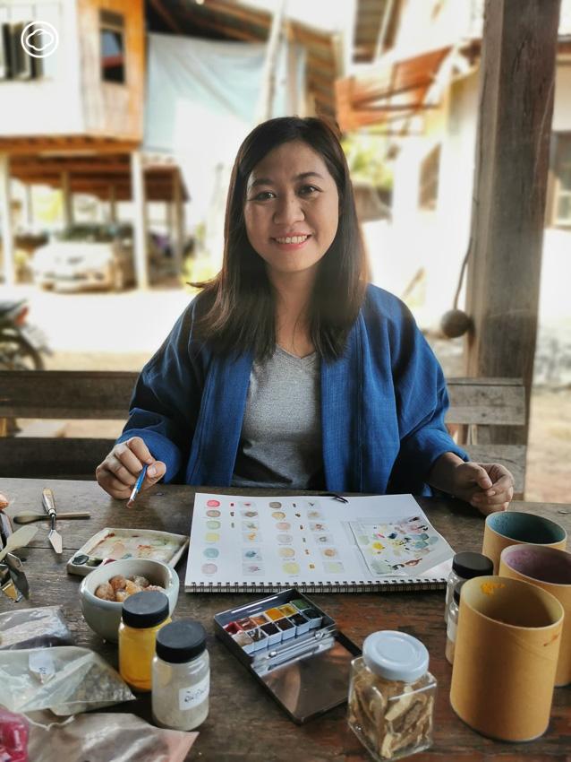 พรพิมล มิ่งมิตรมี สาวสกลผู้ใช้ฟื้นสีจิตรกรรมโบราณและศึกษาของท้องถิ่นเพื่อสร้างสีโทนอีสาน เจ้าของเพจ Craft Colour