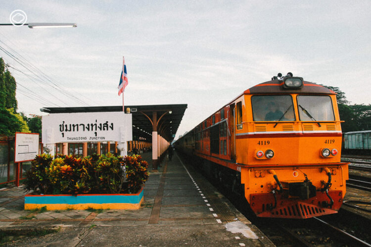 ป้ายสถานีรถไฟ จุดเช็กอินที่มีมาก่อนเฟซบุ๊กเกิด และวิวัฒนาการป้ายสถานีตั้งแต่ยุคเริ่มต้นจนปัจจุบัน