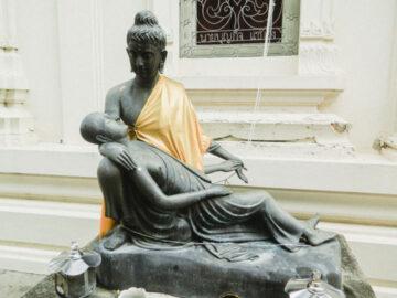 'พระพุทธรูปปางพยาบาลภิกษุอาพาธ' พระพุทธรูปปางประดิษฐ์ใหม่ที่มีอยู่ไม่กี่แห่งในไทย