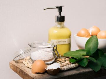 วิธีเปลี่ยนเศษอาหารในครัวอย่างเปลือกไข่ เปลือกมะนาว เป็นผงขัดหม้อและน้ำยาล้างจาน, สูตรน้ำยาล้างจานธรรมชาติ, น้ำยาล้างจานทำเอง