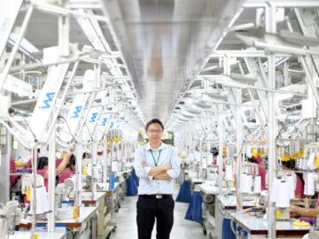 คุยกับ คุณากร ธนสารสมบัติ ทายาทรุ่นสามเสื้อยืดตราห่านคู่อายุ 67 ปี เรื่องการขยายตลาดและการเปลี่ยนโรงงานมาเย็บหน้ากากผ้า 100 เปอร์เซ็นต์ ในวิกฤต COVID-19