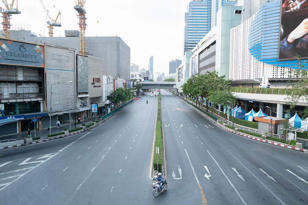 เมืองแห่งความเงียบ ภาพเล่าเรื่องความว่างเปล่าของกรุงเทพฯ ที่ไม่คุ้นตาในวิกฤต COVID-19