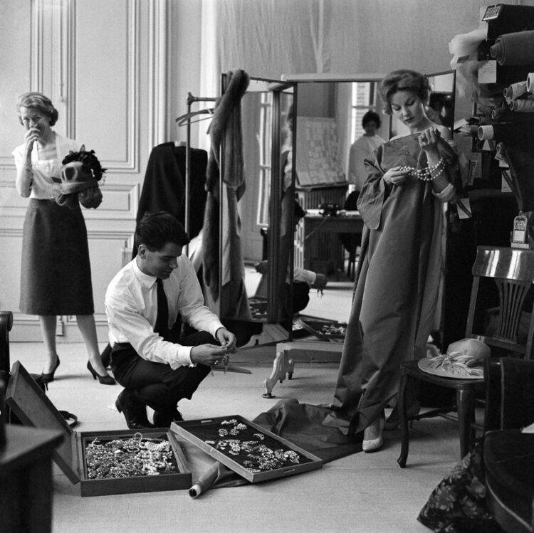 TOYOTA x Karl Lagerfeld รถที่รวมจิตวิญญาณของตำนานแห่งวงการแฟชั่นมาไว้ในคันเดียว