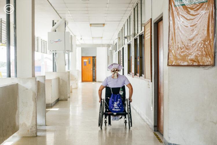 กรรณิการ์ ศรีวิจา พยาบาลบนวีลแชร์ผู้ทำภารกิจเยียวยาผู้คนเคียงบ่าเคียงไหล่ทีมแพทย์