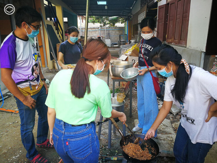 'ครัวกลาง' ปฏิบัติการสร้างความมั่นคงทางอาหารและอาชีพให้คนจนที่อาจกลายเป็น คนไร้บ้าน