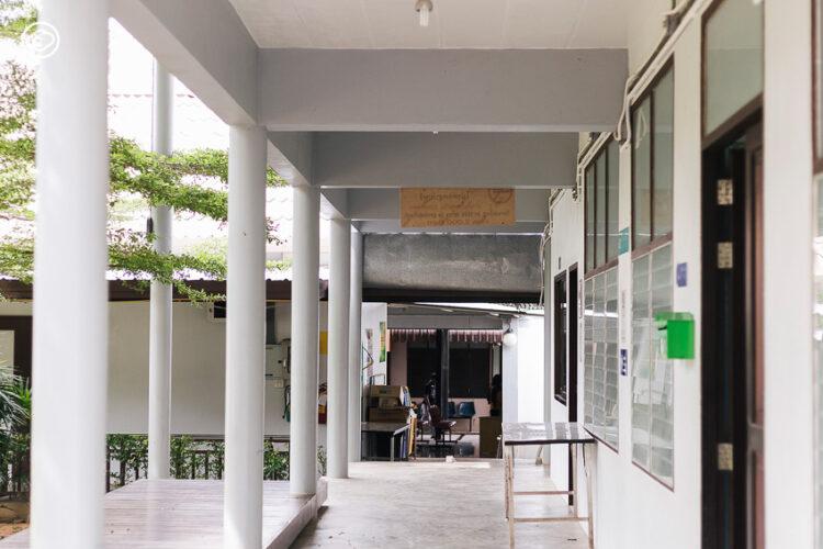 มารุต เหล็กเพชร หมอคิดนอกกรอบผู้รักษาคนไข้บนเกาะด้วยศิลปะและการออกแบบ, หมอนิล
