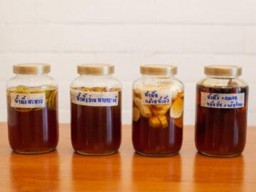 แปลงน้ำผึ้งเดือน 5 ไว้กินเป็นยาบรรเทาอาการตามตำราเก่าแก่, วิธีทำยาจากน้ำผึ้ง, น้ำผึ้งมะนาว, ประโยชน์ของน้ำผึ้ง