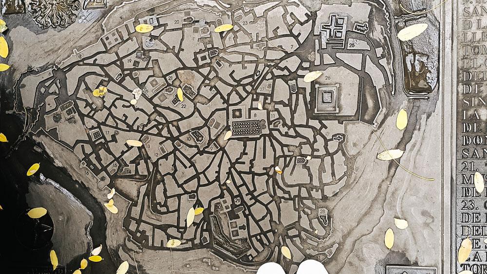 ภาพถ่ายฝาท่อ จุดเช็กอินที่บอกเล่าหน้าตาและความเป็นอยู่ของเมืองและผู้คน