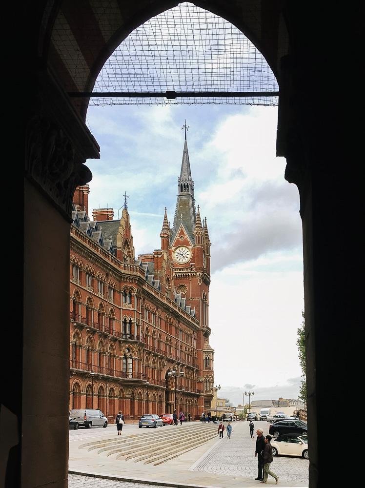 ภาพเส้นสาย ลวดลาย มนตร์ขลังของศิลปะที่ซ่อนตัวตามซอกมุมเมืองลอนดอน ประเทศอังกฤษ