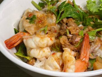 สนั่น อาหารทะเล ข้าวแห้งทะเลคลุกน้ำจิ้มเต้าเจี้ยวใส่บะเต็งกับหลายเมนูที่มัดใจนักชิม