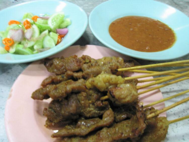เมี่ยง หมึกย่าง หมูโสร่ง ของกินเล่น ในอดีตที่ทำลให้รู้ว่าคนไทยจริงจังเรื่องกินไม่ใช่เล่น, สะเต๊ะ
