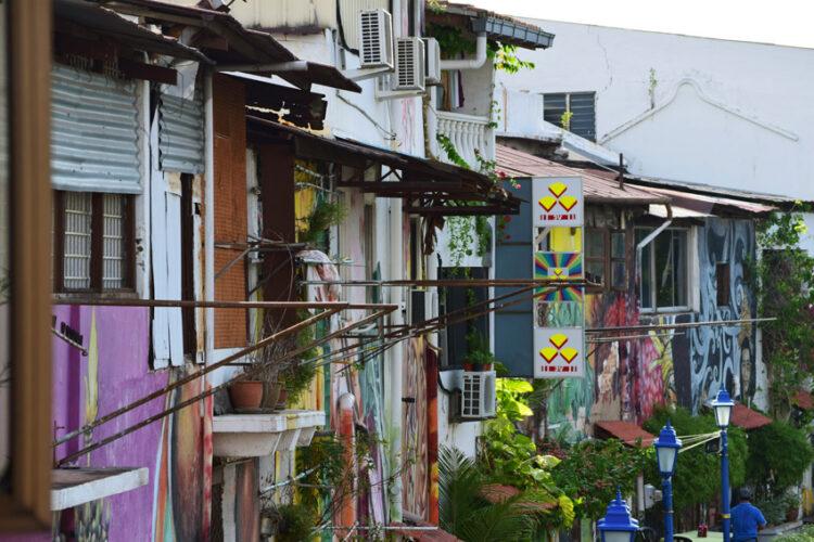 มะละกา มาเลเซีย, นอนดูวิถีชีวิตคนดั้งเดิมริมแม่น้ำเมืองเก่ามะละกา และเดินชมสถาปัตยกรรมสมัยอาณานิคม