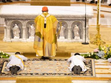 พิธีบวชพระของศาสนาคริสต์นิกายโรมันคาทอลิกด้วยวิธีแบบไทยๆ, บวชบาทหลวง