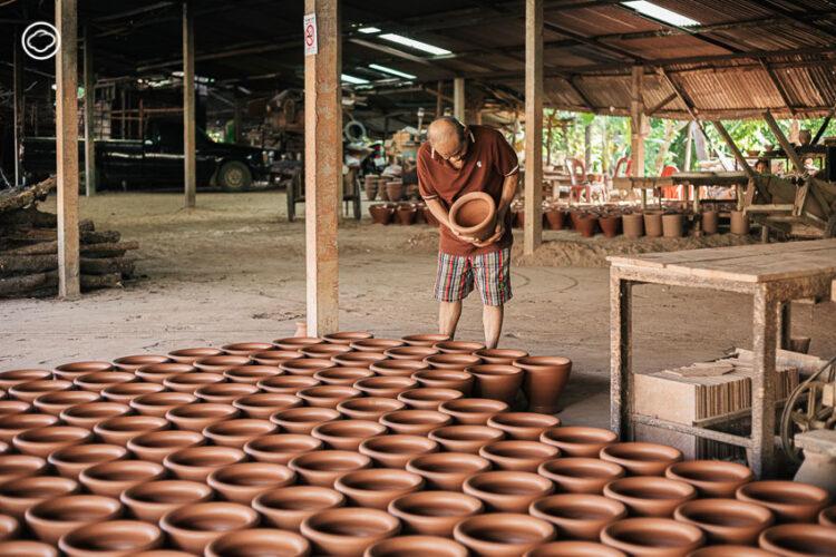 ลุงเปี๊ยก บวร พงษ์พีระ ช่างครกดินโบราณแห่งอุบลผู้ปั้นครกที่คนทั่วไทยและประเทศเพื่อนบ้านใช้ตำ, ครกดิน, ครกส้มตำ