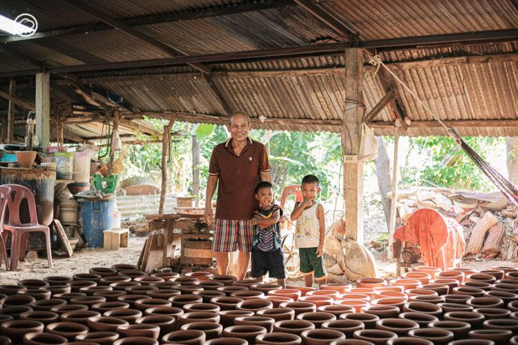 ลุงเปี๊ยก บวร พงษ์พีระ ช่างครกดินโบราณแห่งอุบลผู้ปั้นครกที่คนทั่วไทยและประเทศเพื่อนบ้านใช้ตำ, ครกส้มตำ