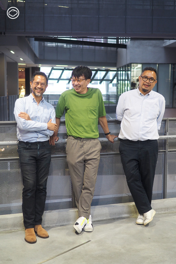 ทอม-วรุตม์ ปันยารชุน อดีต Creative Director ของ Bakery Music กับ 2 สมาชิกร่วมทีม โปน-พอพล อินทรวิชัย Art Director และ เคลวิน หว่อง Designer