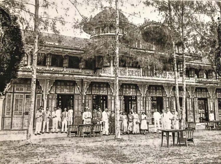 พระราชวังพญาไท สร้างในสมัยรัชกาลที่ 6 เป็นที่ประกอบพระราชพิธีสำคัญ ต่อมาในรัชกาลที่ 7 โปรดเกล้าฯ พระราชทานปรับปรุงเป็นโรงแรมสำหรับชาวต่างประเทศ