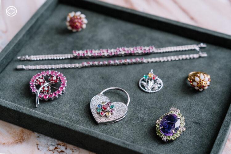 Silver Glam ทายาทเอกมณี ร้านจิวเวลรี่ 65 ปีกับการ Redesign สร้อยแหวนยุคอากงด้วยสีผ้าโบราณ