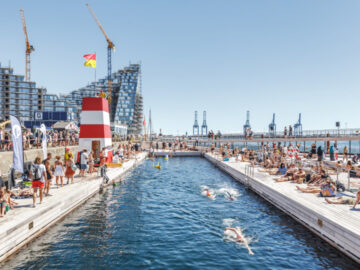 โปรเจกต์เปลี่ยนท่าเรือยุคอุตสาหกรรม ให้กลายเป็นพื้นที่สาธารณะสุดป๊อปของเมือง ด้วยสระว่ายน้ำน้ำทะเล ลานอาบแดด และห้องซาวน่า
