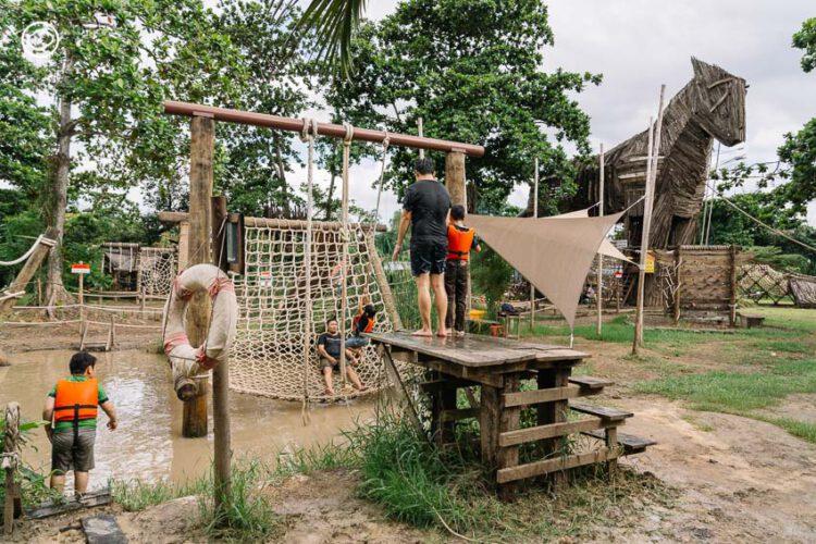 Get Growing Community Farm สนามเด็กเล่นกลางบางกะเจ้า ที่ให้เด็กเลอะโคลน เลี้ยงไก่ และปลูกผัก