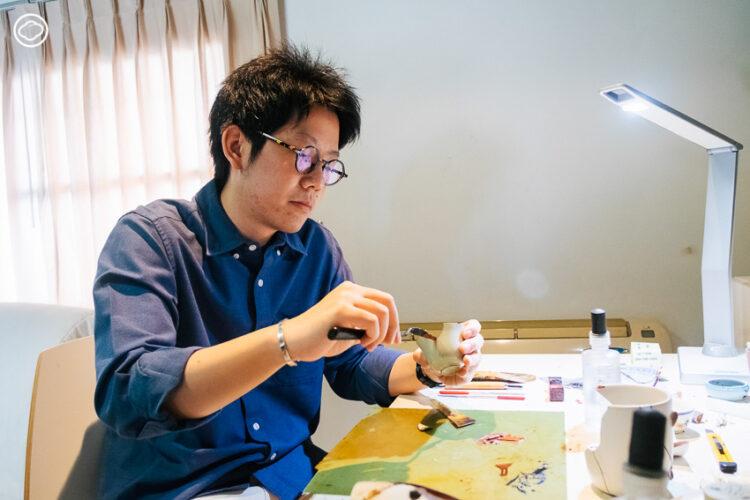 9 ร้านซ่อมรอบกรุง ที่เปลี่ยนกุญแจ นาฬิกา พิมพ์ดีด และสารพัดของเสียให้กลับมา Spark Joy อีกครั้ง, ตูน-ชยานันท์ อนันตวัชกร เจ้าของเพจ ซ่อมด้วยรัก Kintsugi Thai