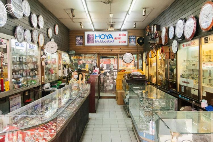9 ร้านซ่อมรอบกรุง ที่เปลี่ยนกุญแจ นาฬิกา พิมพ์ดีด และสารพัดของเสียให้กลับมา Spark Joy อีกครั้ง, มิตรบริการ เตาปูน