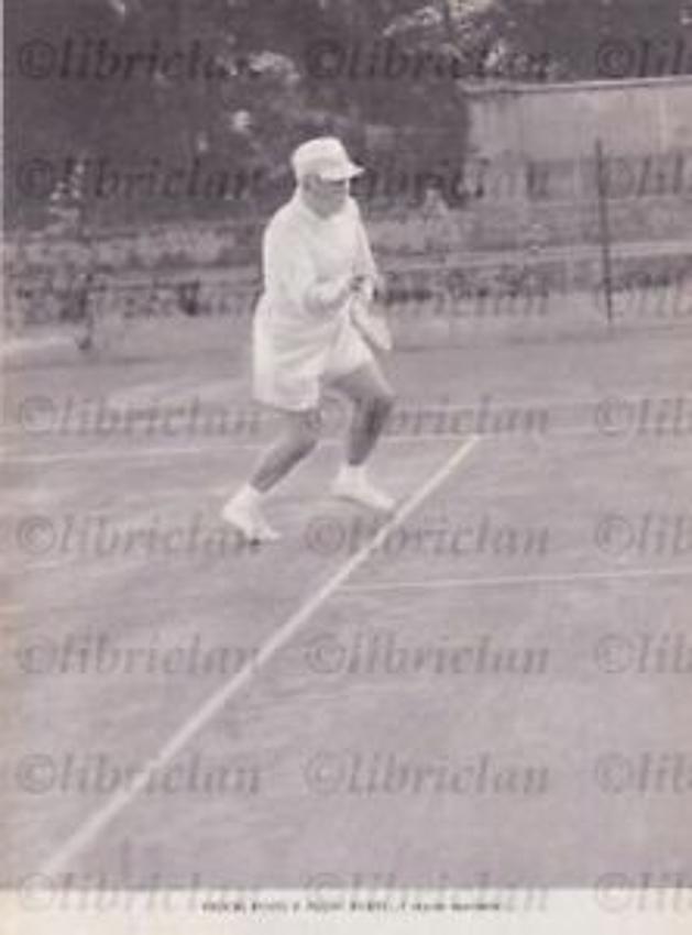 วิลล่า Torlonia ที่เป็นที่พำนักและปัจจุบันเป็นสวนสาธารณะ เบนิโต มุสโสลินี ผู้นำของพรรคชาตินิยมฟาสซิสต์มักมาขี่ม้าและเล่นเทนนิสที่นั่น