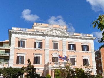 8 เรื่องเบื้องหลังอาคารสีแซลมอน สถานทูตไทยในอิตาลีที่สันนิษฐานว่าตั้งเหนือสุสานโบราณ