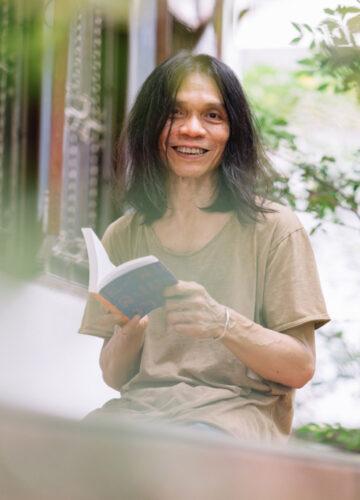 ทินกร หุตางกูร กับนิยายแฟนตาซี ไซไฟ โรแมนติก การเมือง