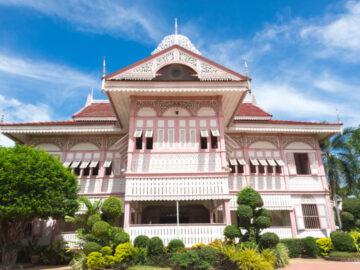คุ้มวงศ์บุรี เรือนหอไม้สีชมพูอายุ 123 ปีของลูกหลานเจ้าหลวงแพร่องค์สุดท้าย