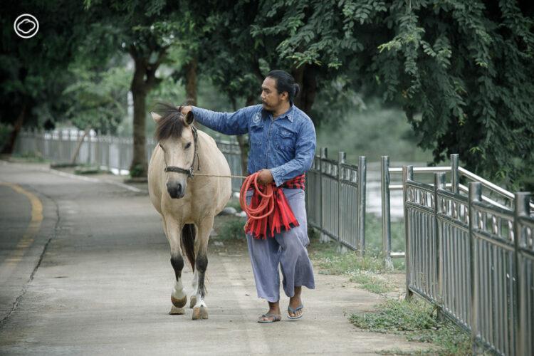 ว่าที่ร.อ.สุพจน์ ใจรวมกูล ครูผู้กลับบ้านมาเป็นสารถีและช่างตีเกือกม้าคนสุดท้ายของลำปาง, รถม้า ลำปาง