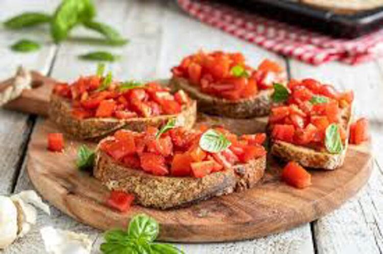 กินอย่างอิตาลีคืออย่าโยนขนมปัง ไม่ขอ Ketchup ในร้านพิซซ่า และดื่มเอสเปรสโซตบท้ายเท่านั้น, อาหารอิตาลี