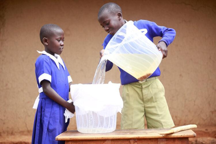 P&G™ Purifier of Water ผงที่เปลี่ยนน้ำเสียหลายพันล้านลิตรเป็นน้ำใสดื่มได้