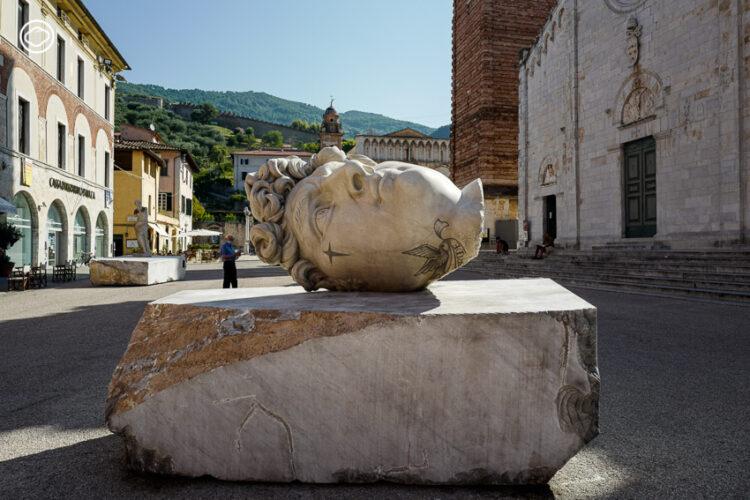 'รอยสักอาชญากร' ที่สร้างบุคลิกใหม่ให้ประติมากรรมศักดิ์สิทธิ์รอบจัตุรัสเมือง Pietrasanta