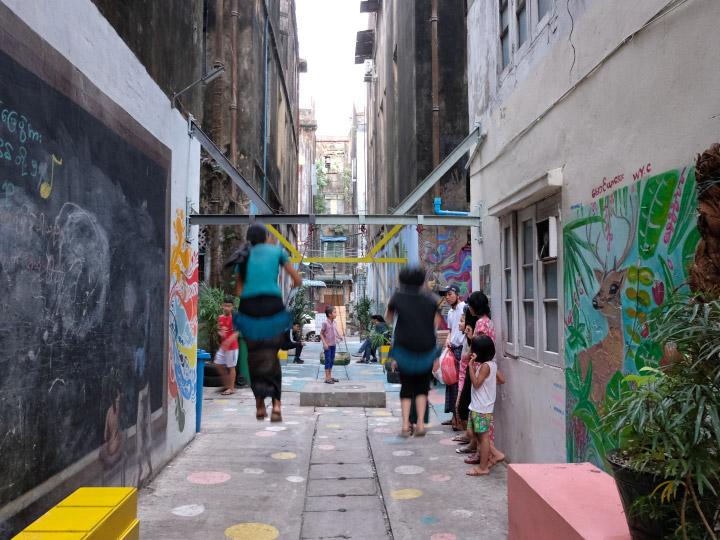 #YGNWalls เปลี่ยนกองขยะหลังตึกใจกลางเมืองให้เป็นสนามเด็กเล่นและที่ชมศิลปะของคนย่างกุ้ง